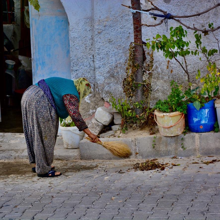 balai broom sweeping