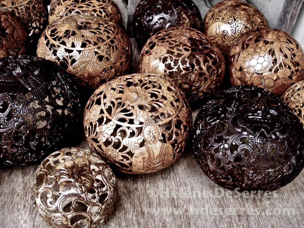 noix de cocos sculptées sculpted coconuts Bali